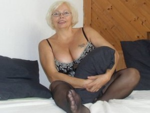 Heisse Milf in sexy Dessous