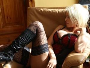 Neues Camgirl zeigt sich sexy im Sessel