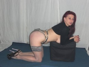 Willige Sklavin vor der cam